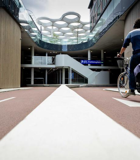 Fietspad richting Stationspleinstalling Utrecht helemaal klaar