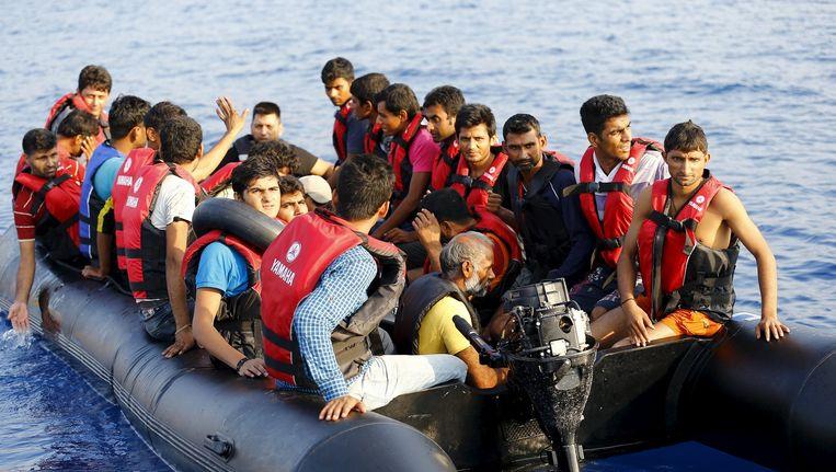 Groep bootvluchtelingen op de Middellandse Zee. Beeld reuters