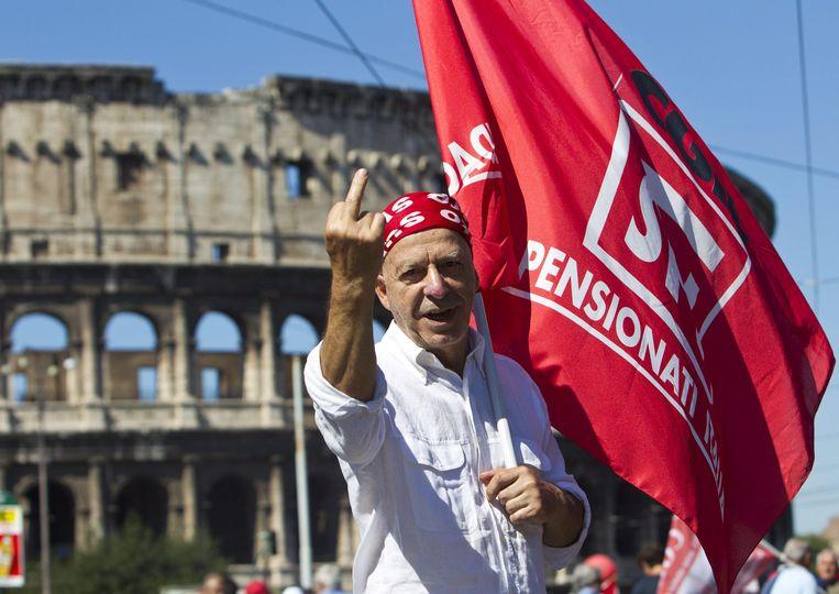 Een actievoerder in een anders klassiek stakingsland: Italië. Beeld epa