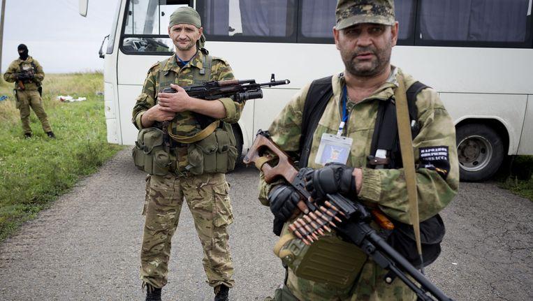 De commandant (R) van de pro-Russische rebellen hield afgelopen weekend OVSE-medewerkers tegen die de crashplek wilden onderzoeken.