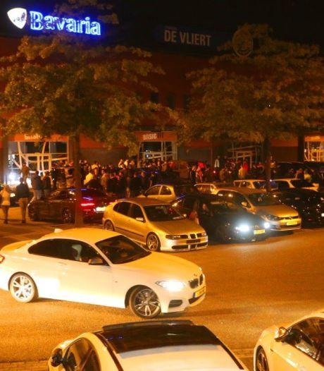 Politie beëindigt carmeeting met tientallen auto's in Den Bosch