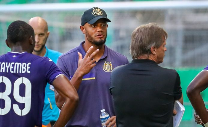 Anderlecht's Vincent Kompany and Anderlecht's head coach Frank Vercauteren pictured during a friendly soccer game between French club AS Saint-Etienne and Belgian team RSC Anderlecht, Saturday 18 July 2020 in Saint-Etienne, France, in preparation of the upcoming 2020-2021 season.  BELGA PHOTO STRINGER