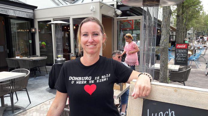 Petra Bonte is dolblij dat haar restaurant El Fuego weer open kon. ,,We bestaan 18 jaar en vandaag voelde alsof we opnieuw begonnen. Voor het personeel hebben we oliebollen en champagne neergezet. En daarna lekker serveren. Dat hebben we gemist.''