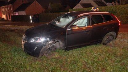 Wagen ramt elektriciteitspaal op Heide in Wichelen