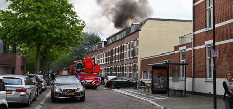 Grote woningbrand Breda, dakterras in lichterlaaie