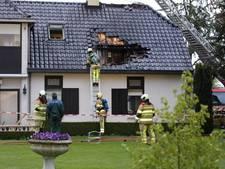 Brand slaat gat in dak van woning Woudenberg