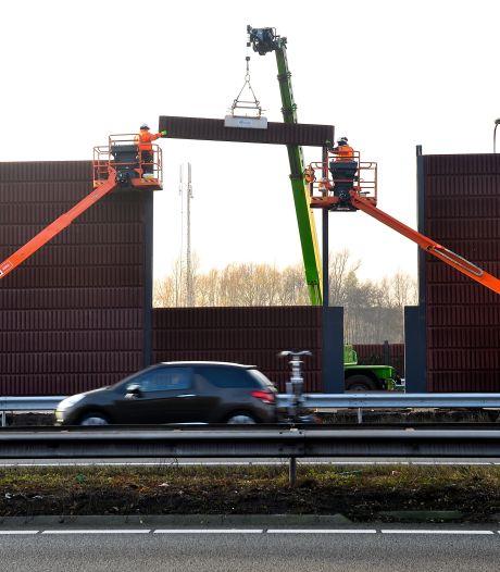Honderden woningen langs snelwegen  krijgen betere bescherming tegen geluid