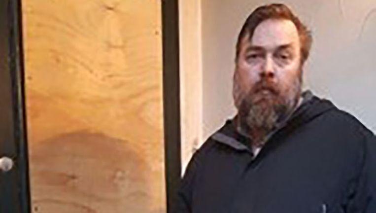 Matt Cornell voor de deur van zijn huis Beeld Het Parool