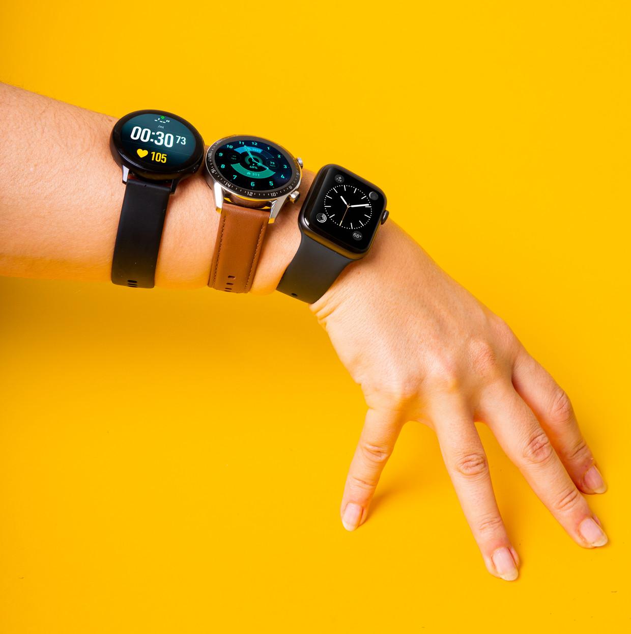 De Volkskrant testte drie smart watches: die van Samsung, Huawei en Apple (op de foto in die volgorde te zien).