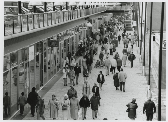 Winkelcentrum Leidsenhage in 1998. De nieuwe mall wordt groter, maar niet zo groot als in Amerika
