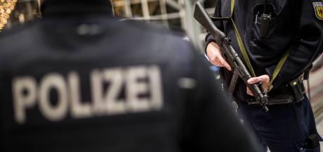 Nederlandse vriendengroep groot gevaar op Duitse snelweg: rookbommen en kind in gevaar