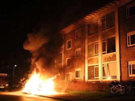 Brandende hoop grofvuil houdt bewoners Ulenpasstraat wakker