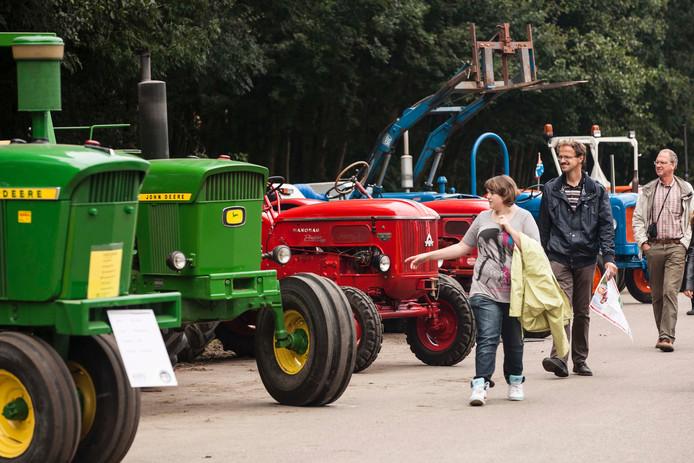 Op het Trekker Festival in Biddinghuizen zijn allerlei soorten tractoren te zien en er is een veiling.
