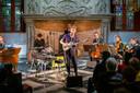 Jan Verstraeten tijdens een optreden in de Hofzaal van het Markiezenhof, vorig jaar. Ook dit jaar een van de locaties van PopMonument.