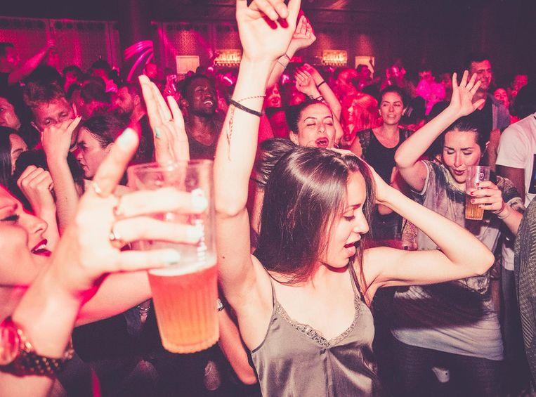 Reggaeton, merengue, cumbia en dancehall beats worden op Festival Macumba naadloos in elkaar gedraaid Beeld Martika Catharina Sophie