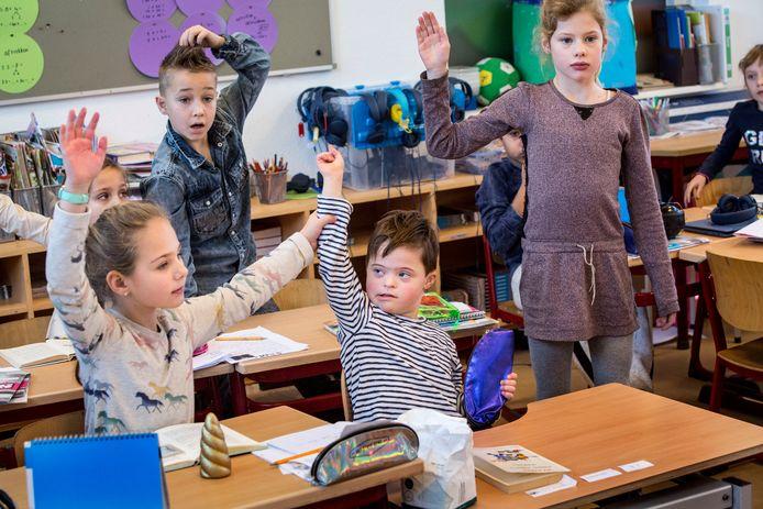 Basisschool De Kroevendonk in Roosendaal is één van de scholen die laat zien dat het wél mogelijk is om leerlingen die zorg nodig hebben in gewone klassen te houden.
