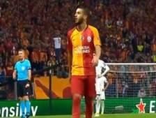 Scène surréaliste à Galatasaray: Belhanda insulte violemment les supporters qui le sifflent