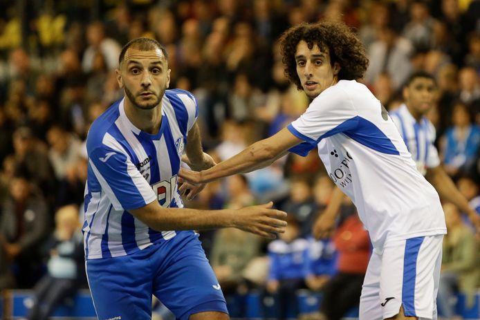 Oualid Saadouni (links) in actie namens FC Eindhoven.