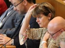 Tracteurs sur la N25 : Valérie De Bue casse la décision de Carlo Di Antonio