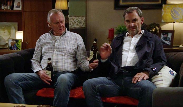 Frank en Jacques zoeken troost na de dood van Bill, met een stevige halveliter. En als Olivia en Lowieke pizza eten, hoort daar ook flink wat bier bij, met een alcoholpercentage van 8,5% zelfs.