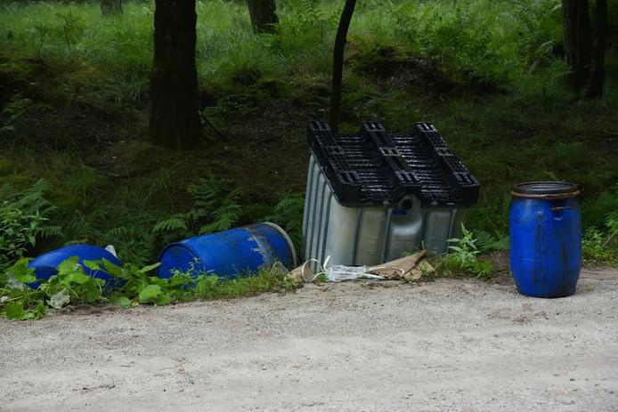 Gedumpte drugsvaten in Hilvarenbeek