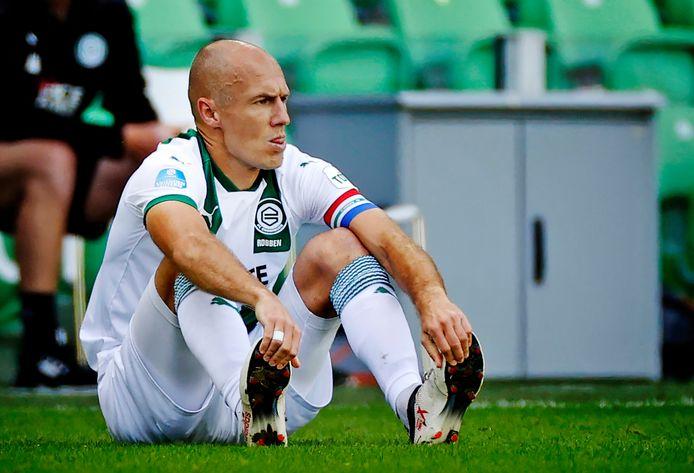 Arjen Robben is geblesseerd geraakt en weet dat zijn wedstrijd tegen PSV erop zit.