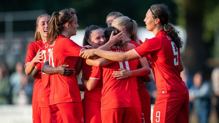 Eredivisie vrouwen van start: 'Heel andere sfeer dan WK'