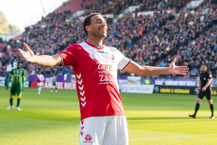 Cyriel Dessert viert de 1-0 tegen ADO Den Haag, zondag.