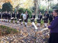 Doedelzakken schallen over begraafplaats Orthen:  eerbetoon voor Spaanse Griep-slachtoffer Gilbert McMicking
