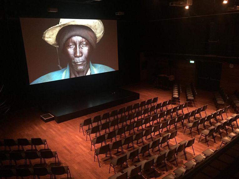 De grote zaal in Pakhuis de Zwijger wordt omgetoverd tot bioscoop Beeld Pakhuis de Zwijger