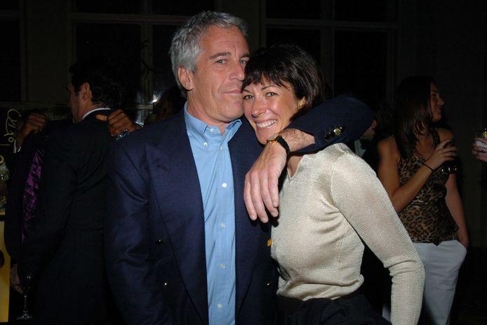 Jeffrey Epstein en Ghislaine Maxwell op een sponsorbijeenkomst in New York in 2005.