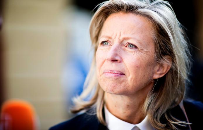 Kajsa Ollongren (D66), minister van Binnenlandse Zaken en Koninkrijksrelaties, wordt wegens langdurige ziekte vervangen.