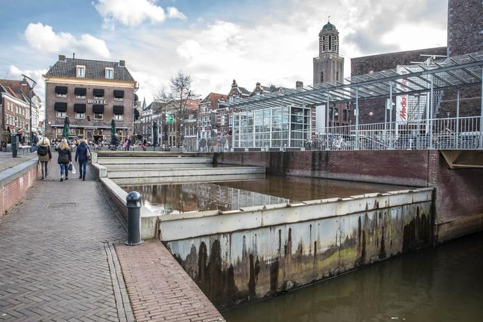 Zo ligt de watertrap aan het Rodetorenplein er nu bij.