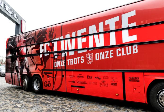 De nieuwe supportersbus van de FC Twente-fans uit Tilligte, Lattrop en Breklenkamp.