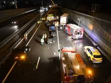 A4 richting Rotterdam afgesloten door ongeluk bij Delft