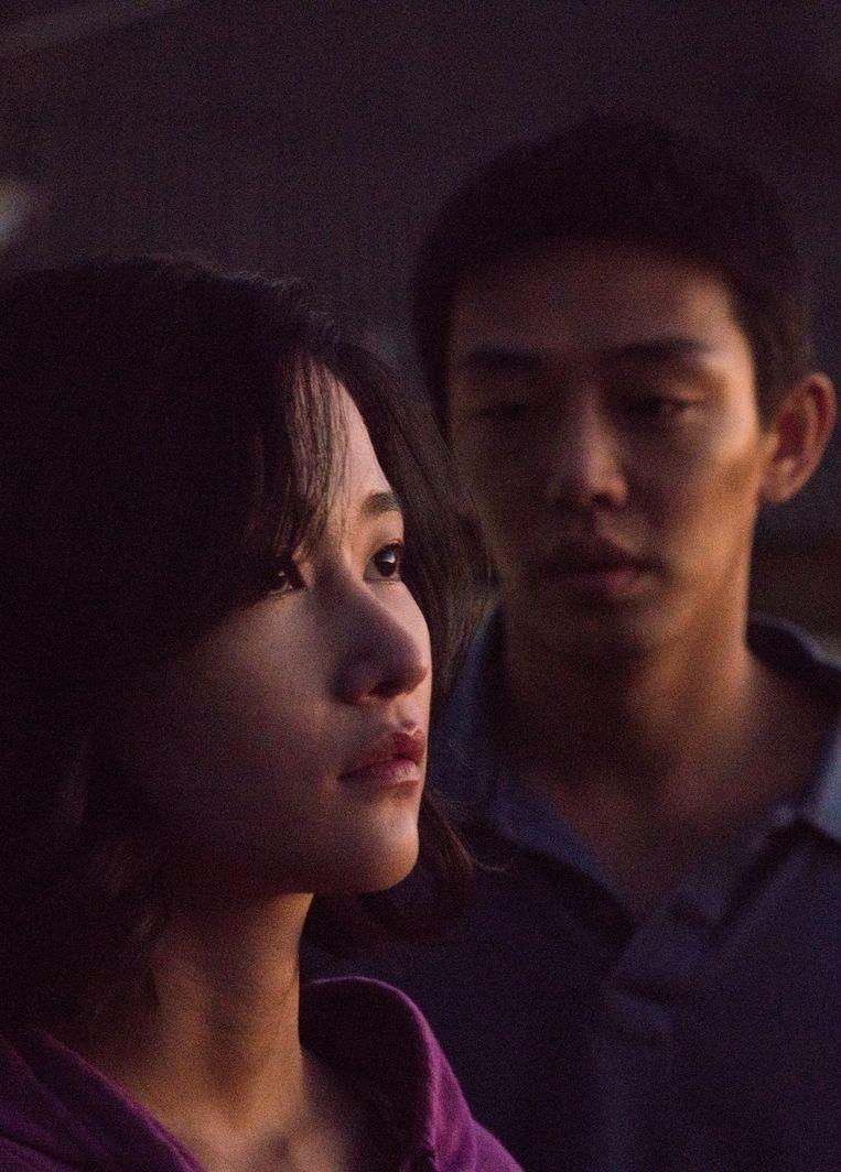 Jeon Jong-seo (voorgrond) en Yoo Ah-in.  Beeld