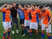Leden Almelose voetbalclub ON kiezen nieuw tenue