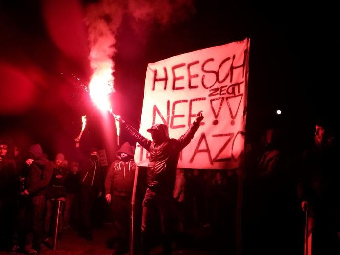 Rellen bij een protest in Heesch tegen de mogelijke komst van een azc op 18 januari 2016.