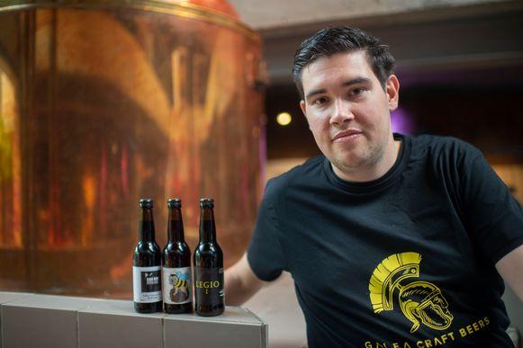 Giovanni Christis met drie van zijn nieuwe bieren.