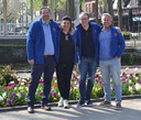 Namens de Oranjevereniging halen Kees van Dongen, Nicolle Appeldoorn, John van Erven en Harrie Marsé (vlnr) een nostalgische kermis naar Oiserwijk.