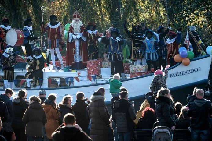 De aankomst van Sinterklaas in Doetinchem trekt elk jaar duizenden mensen.