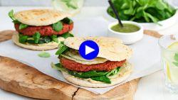 Wij kraakten de code: deze kruidige vegan pitaburger overtuigt zelfs de grootste vleeseter