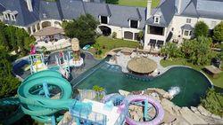 Deze villa heeft een eigen gigantisch zwemparadijs