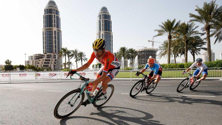 Tom Leezer in actie bij de wegwedstrijd tijdens het WK wielrennen in Qatar Beeld ANP