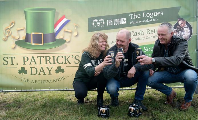 Jeanette en Gerrit Veltink en Tony Binnenmars zijn idolaat van St. Patrick's Day.