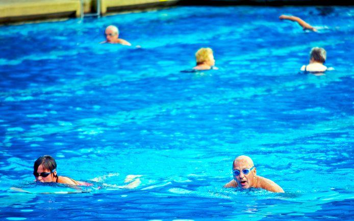 Vanaf maandag kunnen zwemmers weer baantjes trekken bij Wolfslaar.