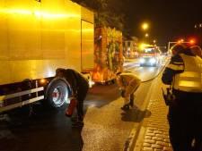 Kermiswagen vat vlam op A67 bij Waalre, bestuurder blust brand zelf