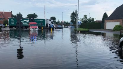 """""""Ongeziene wateroverlast"""": straten blank, gemeentelijk rampenplan afgekondigd in Kalmthout en Kapellen"""