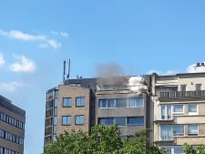 Brandweer blust zetel op terras aan Zuidpark, bewoners naar ziekenhuis