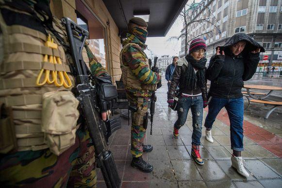 Soldaten op straat in Brussel.